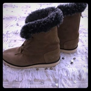 Lacoste boots size 8